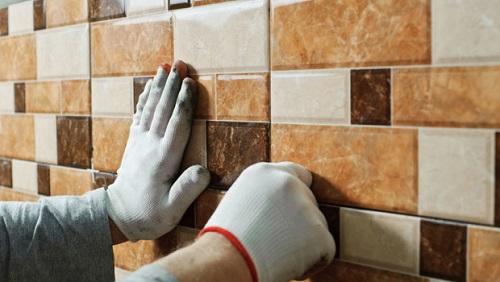 cách ốp gạch lên tường cũ