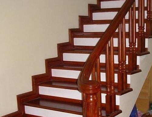 gạch giả gỗ ốp cầu thang