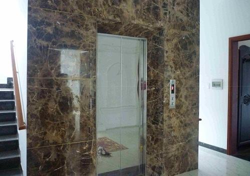 {GIẢI ĐÁP} Tại sao nên lựa chọn gạch giả đá ốp thang máy?